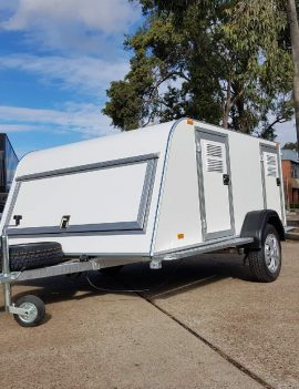 TOMPLAN – DOG TRAILER – 3 BERTH – FULLY INSULATED